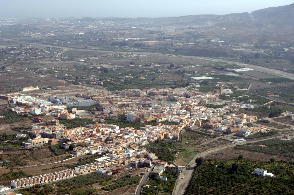Vista general del valle, con Pechina en primer término