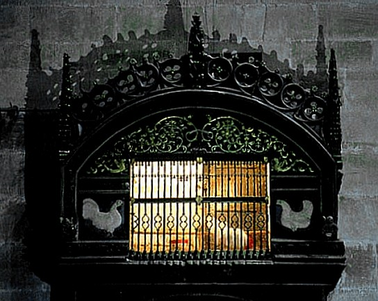 Santo Domingo Calzada gallo che mangia