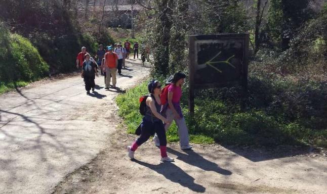 Los Amigos do Camiño publicitan la ruta natural «para evitar mala imagen de Porriño»