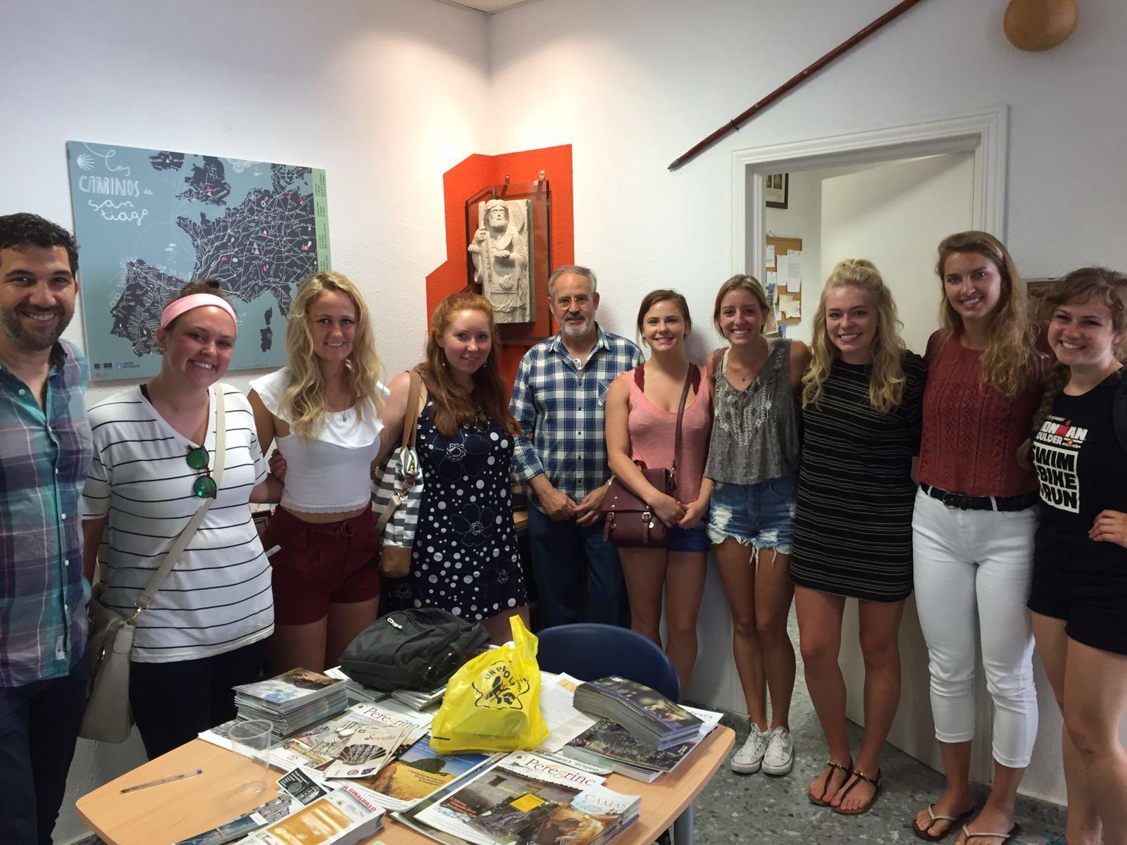 Recorrido del Camino por la ciudad de Sevilla con estudiantes estadounidenses