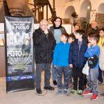 """Alumnos del CEIP Maestro Rogelio Fernández han asistido esta mañana a la inauguración de la exposición fotográfica """"El Camino Mozárabe pasa por tu pueblo"""""""